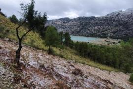 Leichter Schneefall oberhalb der Stauseen im Tramuntana-Gebirga, auf etwa 850 Metern Höhe.