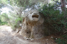 Kuriose Löwinnen-Skulptur auf Mallorca wird Romanheldin