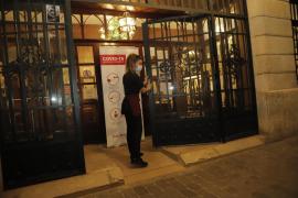Restaurants und Bars auf Mallorca schließen Innenräume