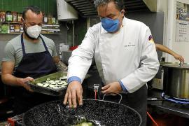 Dreimal wöchentlich engagiert sich Spitzenkoch Koldo Royo bei der Asociación Tardor und kümmert sich um die Organisation der freiwilligen Helfer.