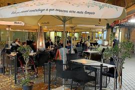 Restaurantterrassen auf Mallorca am ersten Restriktions-Tag gut gefüllt