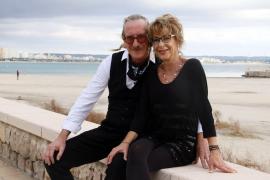 Privat und beruflich ein Paar: Thomas Algasinger mit seiner mallorquinischen Lebensgefährtin Mercedes Danús. Die obligatorischen Masken haben die beiden für die MM-Fotografin abgenommen.