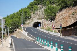 Schwerer Autounfall an Tunneleingang auf Mallorca