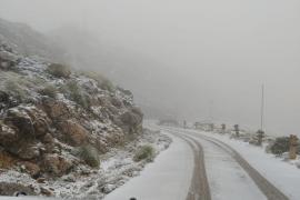 Autofahrer sollten angesichts der Wetterverhältnisse Vorsicht walten lassen.
