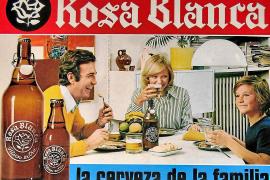 Das Bier für die Familie – mit diesem Spruch bewarb die mallorquinische Brauerei Pripp auf einem Wandkalender des Jahres 1974 die neue Literflasche der Marke Rosa Blanca.