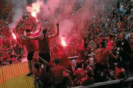 Polizisten lösen illegale Party von Fanclub von Real Mallorca auf