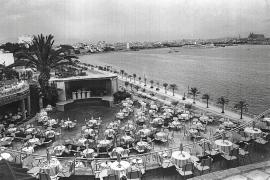 Die Aufnahme zeigt die Terrasse des Tito's in den 1970er Jahren.