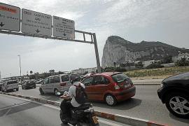 Gibraltar und Spaniens südliche Autonome Region, Andalusien, grenzen aneinander.