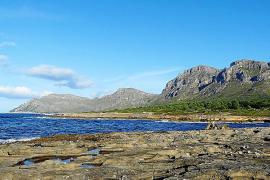 Unweit von diesem beeindruckenden Uferbereich sollte ein Campingplatz entstehen.