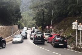 Autochaos auf der Straße zwischen Valldemossa und Deià