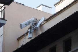 Sturm weht Handymast in Palma de Mallorca um