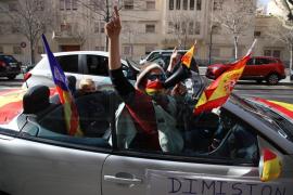 Mehr als hundert Autos bei Demo gegen Regierung