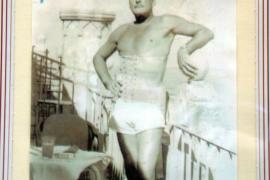 Errol Flynn auf einem Erinnerungsfoto, das er in der Bar Tirol ließ
