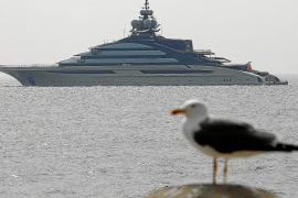 Neueste Megayacht der Welt ankert vor dem Hafen von Puerto Portals