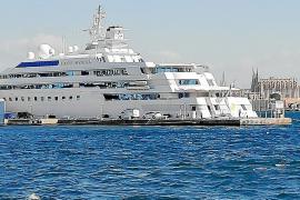 """Luxusyacht """"Lady Moura"""" macht im Hafen von Palma fest"""