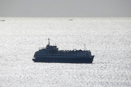 Irrlichterndes Schiff mit 1700 Kühen ankert zwischen Mallorca und Menorca