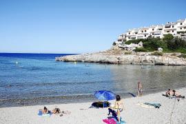 Traumstrand Cala Murada dieses Jahr mit deutlich weniger Liegen und Sonnenschirmen