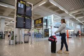 New Yorker Touristin im Flughafen von Mallorca Handtasche weggerissen