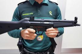 Guardia Civil findet im Flughafen von Mallorca Gewehre in einem Koffer
