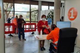 Alte Menschen fahren auf Mallorca gratis zum Impfen