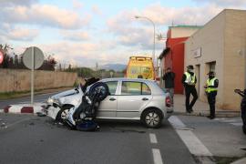 Motorradfahrer kracht auf Mallorca in Auto