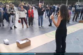Maskenverweigerer protestieren in der Innenstadt von Palma