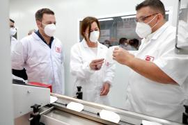 Armengol weiht erste FFP-2-Maskenfabrik auf Mallorca ein