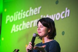 """Annalena Baerbock: """"Kaum eine Familie fliegt für 29 Euro nach Mallorca"""""""