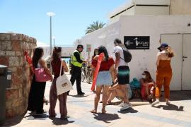 Strand auf Mallorca zu voll: Polizei schreitet ein