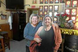 So feiern alte und neue deutsche Bars in Peguera die Urlaubersaison