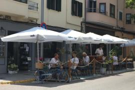Restaurants in Palma de Mallorca können Parkplätze bis September als Terrasse nutzen