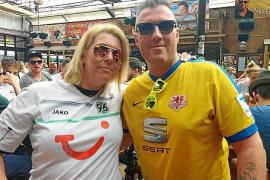 Kevin und Annika Kaltwasser 2015 im Bierkönig. Aus Fußball-Erzfeinden wurde 2017 ein Ehepaar.