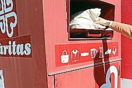Caritas und Eroski sammeln 160 Tonnen Kleidung für Bedürftige