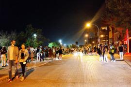 Massiver Polizeieinsatz: bis zu 10.000 Feiernde an der Playa de Palma