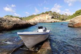 Flüchtlingsboot in Nähe der Cala Egos auf Mallorca gestrandet