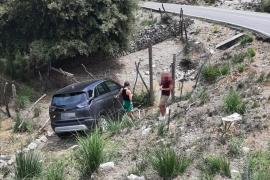 Urlauber stürzen mit Mietauto Abhang auf Mallorca herunter