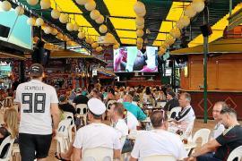 Deutsche Fußball-Fans feiern Sieg an der Playa de Palma