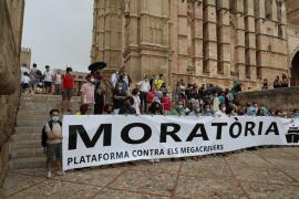 80 Menschen protestieren gegen zu viele Kreuzfahrtschiffe