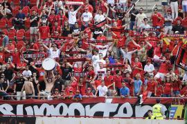 Fußballfans kehren in der neuen Saison in Stadien zurück