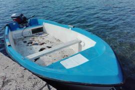 18 Flüchtlinge kommen mit einem Holzboot in Cabrera an