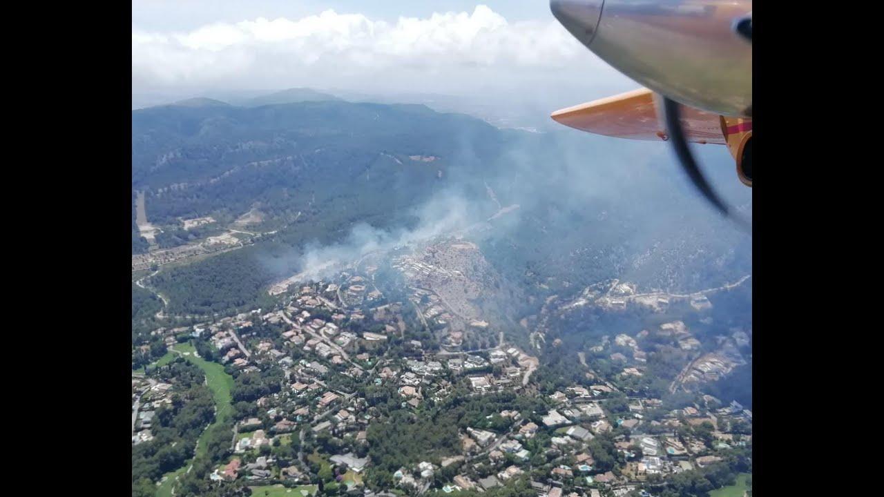 Löscharbeiten bei Waldbrand zwischen Palma und Calvià