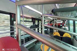 Im rotgelben Airportbus auf Mallorca für wenig Geld direkt ans Meer