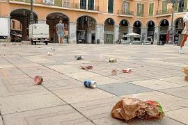 Anwohner zunehmend verärgert über vermüllte Plaça Major in Palma