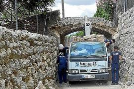 Kranwagen bringt denkmalgeschützte Brücke auf Mallorca zum Einsturz