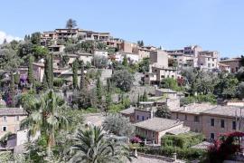 Der Friedhof von Deià zählt zu den schönsten Europas. Von dort aus überblickt man die Nordwestküste Mallorcas.