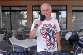 DJ Tommy Berg lockt regelmäßig viele Gäste in den Ort und in sein Lokal.