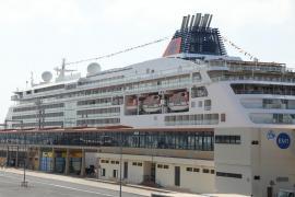 """Deutscher Luxus-Oceanliner """"Europa 2"""" macht im Hafen von Palma fest"""
