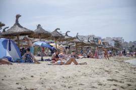 Drei Personen rauben Pärchen an der Playa de Palma aus