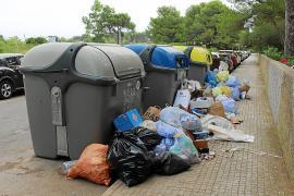 Im Urlauberort Cala Rajada türmt sich der Müll