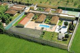 """Der Jugendliche wurde am Donnerstag in die Jugendstrafanstalt """"Es Pinaret"""" östlich von Palma eingeliefert."""